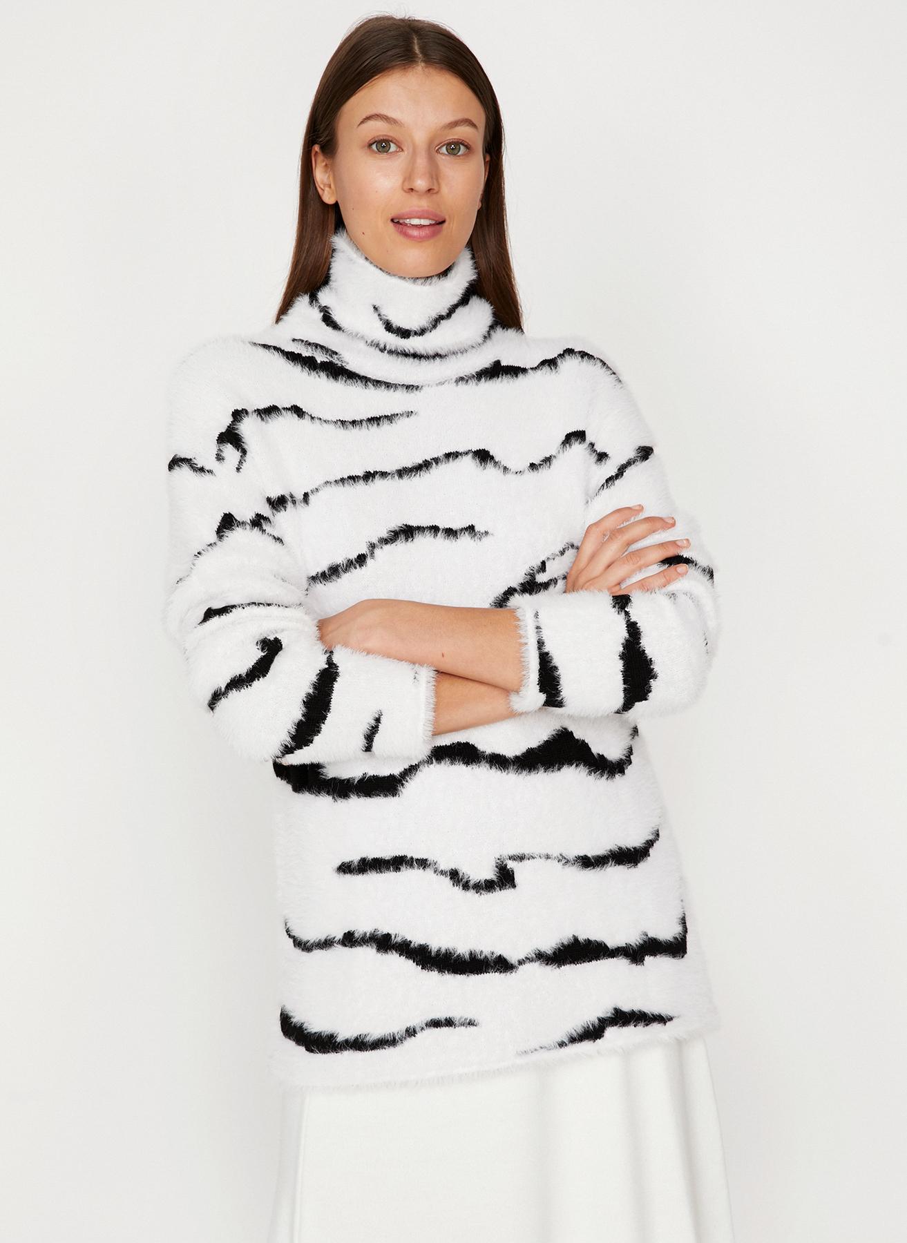 Koton Balıkçı Yaka Zebra Desenli Siyah-Beyaz Kazak M 5001701898002 Ürün Resmi